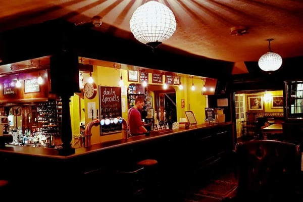 bar-at-night17DA2599-6CCB-CC0C-9128-9326D2E8E38B.jpg